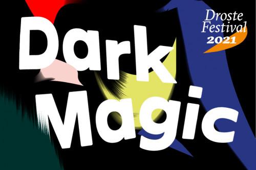 Die Worte Dark Magic stehen auf schwarzem Grund mit Farbigen Formen und Pinselstrichen.